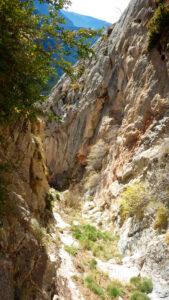 Vista general de la canal que separa el pont de Roca del flanqueig